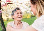 Qu'est-ce que l'infantilisation des aînés et comment l'éviter?